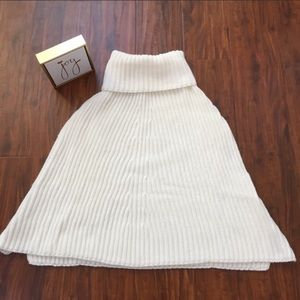 Vince Camuto Poncho in Ivory